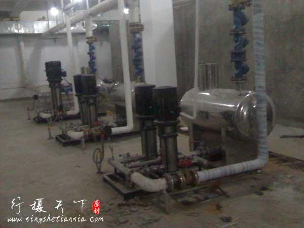 无负压供水设备泵房现场