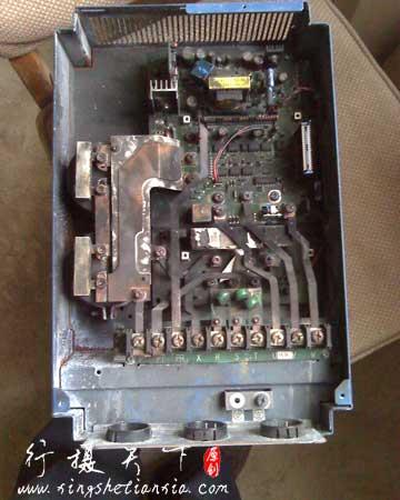 烧毁的三肯变频器内部照