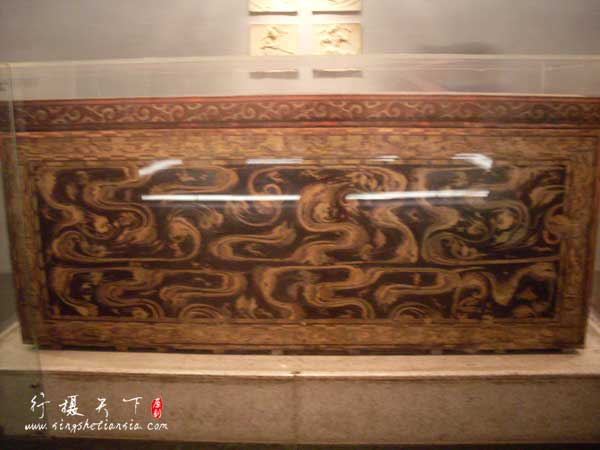 黑地彩绘棺,第二层棺