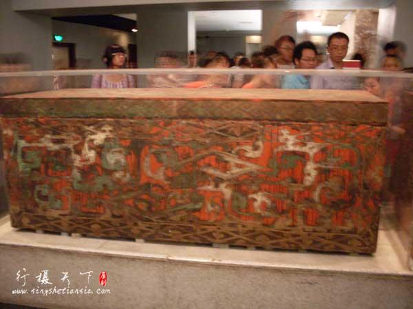 朱地彩绘棺,第三层棺