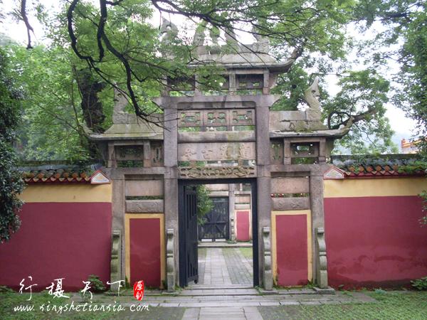 岳麓书院右侧的牌楼,进去是文庙