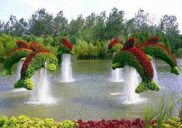 喷泉里面的海豚造型
