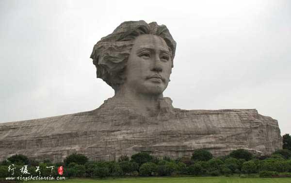 橘子洲上的青年毛泽东雕塑