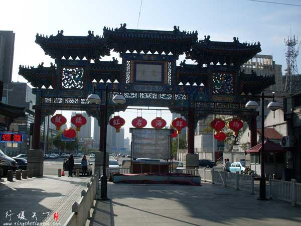 天津鼓楼商业文化街南门牌楼背面