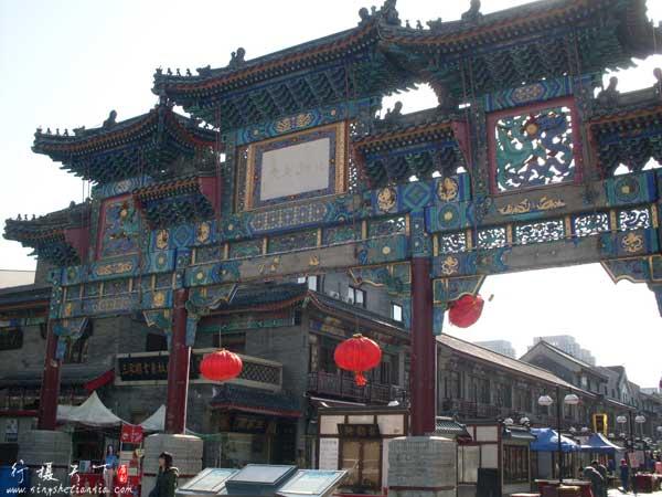 天津鼓楼商业文化街北入口牌楼