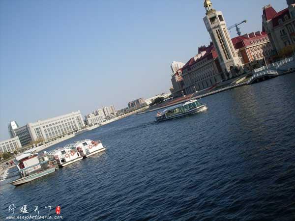 海河天津站码头和游船