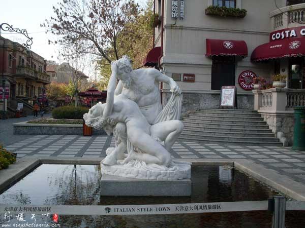 意大利风情去街上的雕像