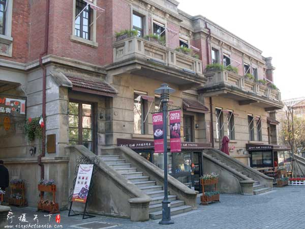 意大利风情区街上的商店