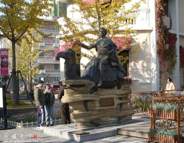 意大利风情区里的马可波罗雕像