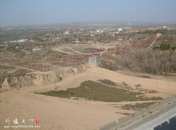 在旧址上正在施工的新台,古代好多城墙为土城