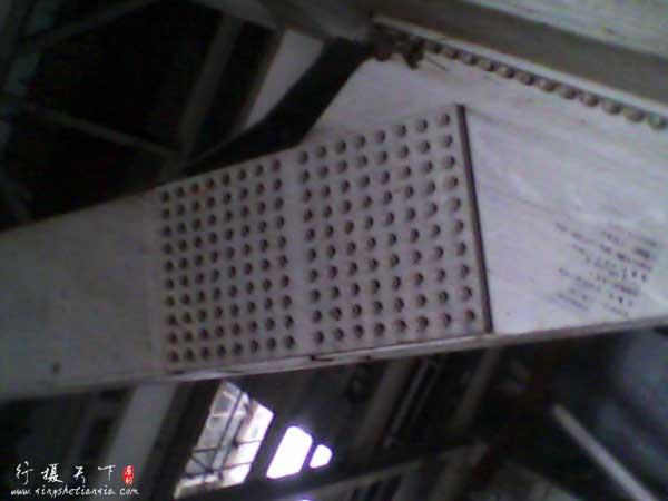 160个螺母连接的厂房钢架