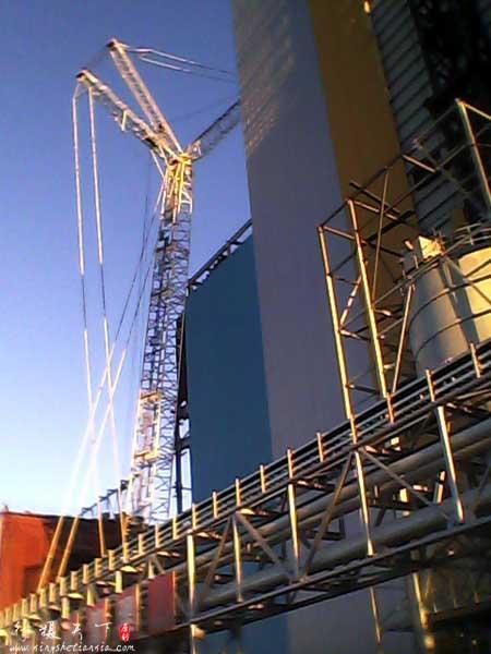 电厂的桅杆吊车