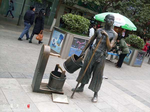 昆明南屏步行街上的铜像