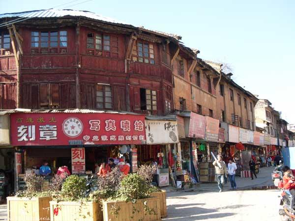 昆明老街-木质结构的三层楼