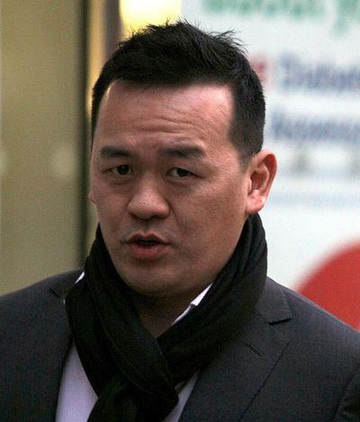 央视前主播罗森友持有大量色情影片在英国被捕