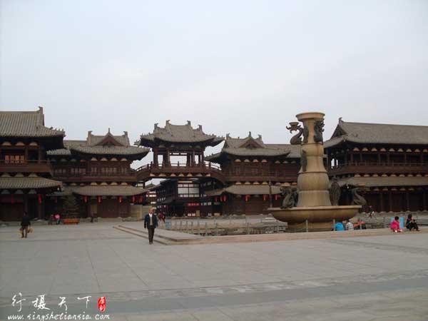 华严寺前面的广场