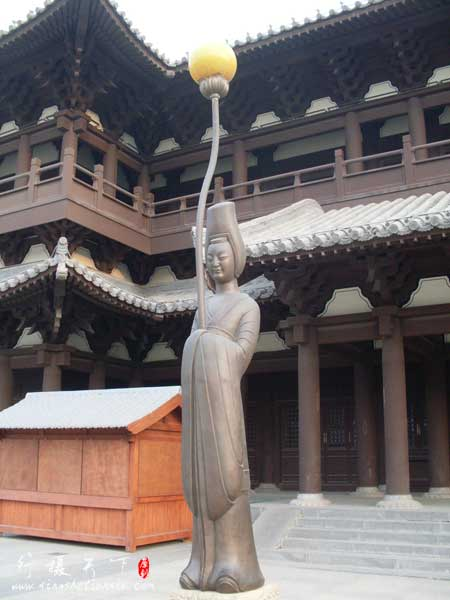 华严寺前面的广场的宫灯