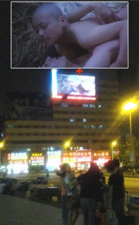 吉林火车站前大屏幕播情色电影《金瓶梅》