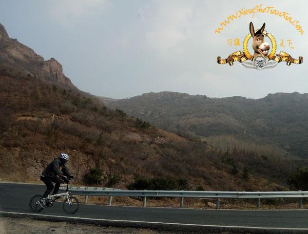妙峰山单人骑行者